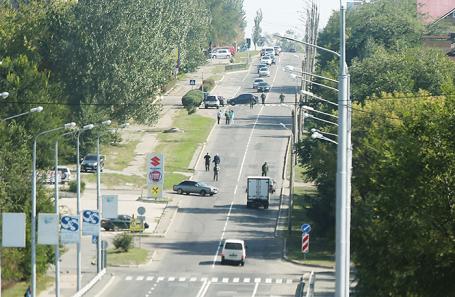 Вид на место, где произошел взрыв автомобиля министра доходов и сборов ДНР Александра Тимофеева, Донецк, 23 сентября 2017.
