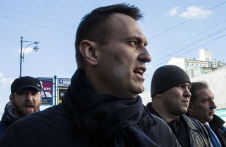 Алексей Навальный (в центре).