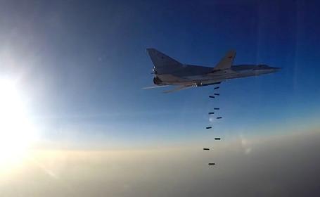 Самолеты ВКС РФ нанесли удар по объектам ИГ в Сирии.