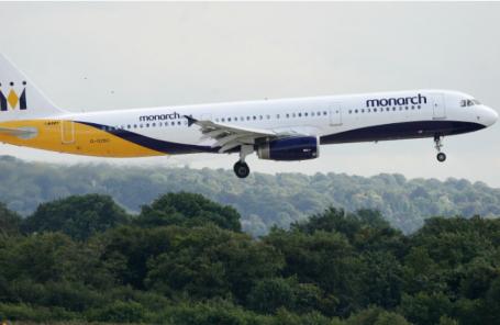 Из-за краха английской  Monarch Airlines 110 тыс.  пассажиров остались зарубежом
