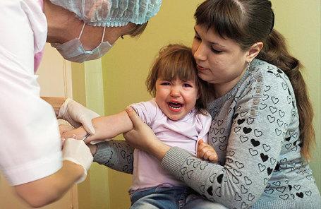 Минздрав решил не облагать штрафом занежелание родителей прививать детей