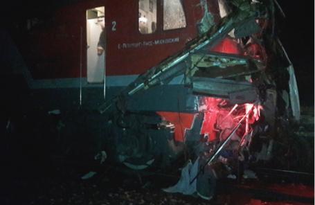 На месте столкновения пассажирского автобуса и поезда на железнодорожном переезде в Петушинском районе.