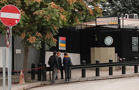 У посольства США в Анкаре, Турция.