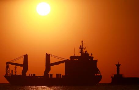 Грузовое судно Laodicea в Севастопольской бухте.