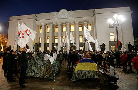 Председатель Рады призвал митингующих вКиеве разблокировать подходы кпарламенту