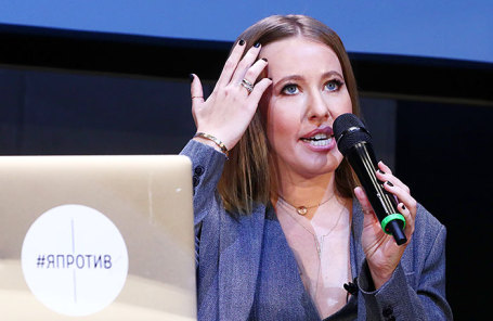 Телеведущая Ксения Собчак во время пресс-конференции в электротеатре «Станиславский».