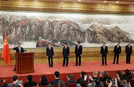 Си Цзиньпин (слева) на пресс-конференции в рамках  XIX съезда Коммунистической партии Китая в Пекине.