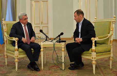 Президент Армении Серж Саргсян и главный редактор Business FM Илья Копелевич (слева направо).