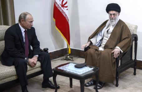Президент России Владимир Путин и верховный руководитель и духовный лидер Ирана аятолла Али Хаменеи (слева направо).