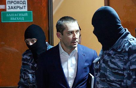 Дмитрий Захарченко (в центре).