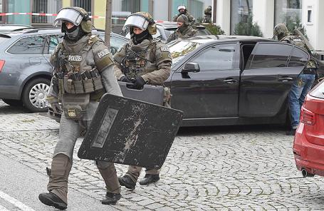 Полиция на месте происшествия в Пфаффенхофене-на-Ильме, Германия, 6 ноября 2017.