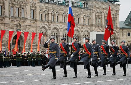 Торжественный марш, посвященный 76-й годовщине военного парада 1941 года, Москва, 7 ноября 2017.