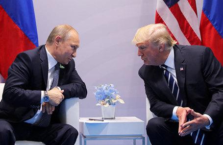 Президент России Владимир Путин (слева) и президент США Дональд Трамп.