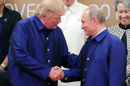 Президент США Дональд Трамп и президент РФ Владимир Путин (слева направо на первом плане).