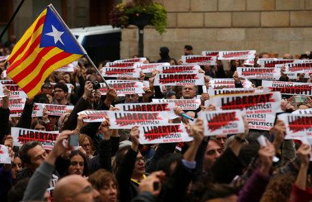 Участники решили поддержать каталонских политиков— Митинг вБарселоне