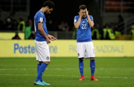 Игроки сборной Италии после матча со Швецией.