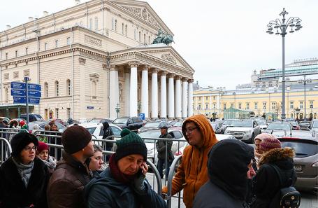 Очередь за билетами на балет «Нуреев» режиссера К.Серебренникова у касс Большого театра.