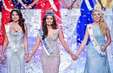 Мануши Чхиллар в финале конкурса «Мисс Мира» в Санье, Китай.