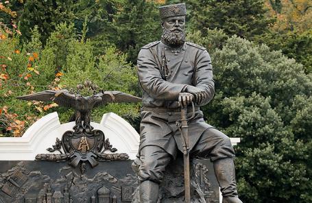 Открытый в столице  монумент  Александру III раскритиковали заисторические ляпы