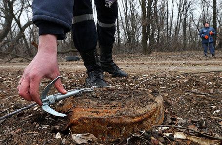 Работы по разминированию мин и снарядов в Донецке.