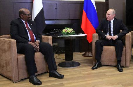 Президент Республики Судан Омар аль-Башир и президент РФ Владимир Путин (слева направо).
