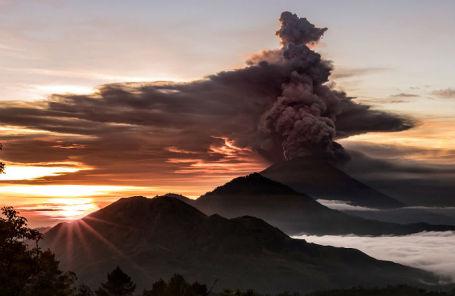 Извержение вулкана Агунг.