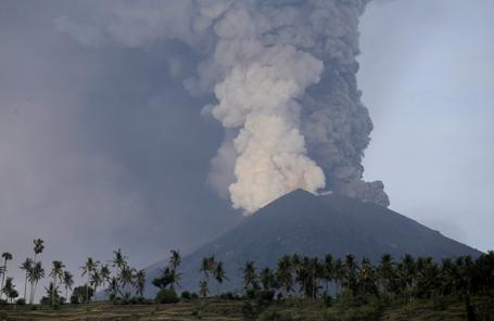 Извержение вулкана Агунг, 27 ноября 2017.
