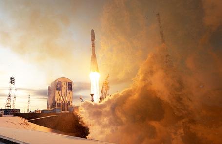 Во время запуска ракеты-носителя «Союз-2.1б» с разгонным блоком «Фрегат», космическим аппаратом гидрометеорологического обеспечения «Метеор-М» №2-1 и 18 малыми космическими аппаратами попутной нагрузки со стартового комплекса космодрома Восточный.
