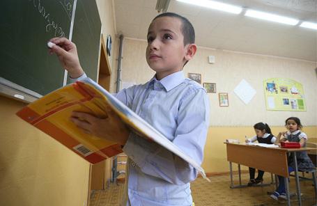На уроке татарского языка в средней общеобразовательной русско-татарской школе №13.