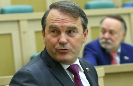 Сенатор Игорь Морозов.