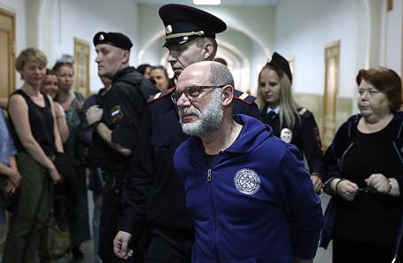 Алексей Малобродский (в центре).