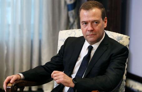 Д. Медведев отвечает навопросы русских тележурналистов