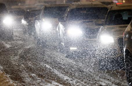 Москва стоит впробках— Снегопад ижеребьевка