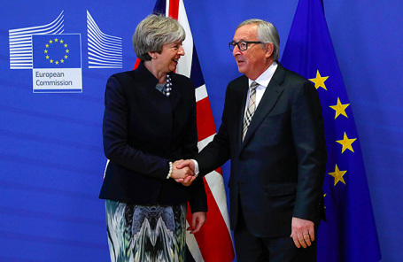 Премьер-министр Великобритании Тереза Мэй и председатель Европейской комиссии Жан-Клод Юнкер.