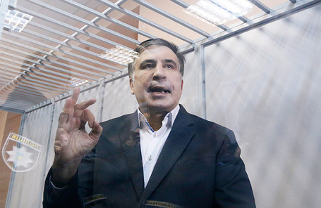 Суд над Саакашвили: оператора грузинского телеканала удалили сзаседания