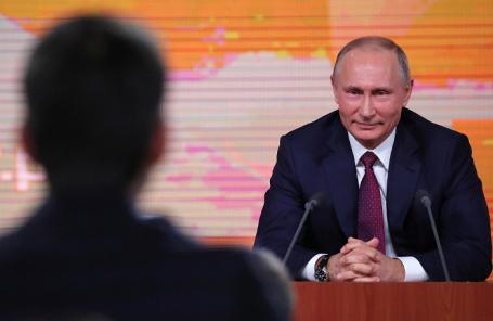 Владимир Путин во время большой ежегодной пресс-конференции