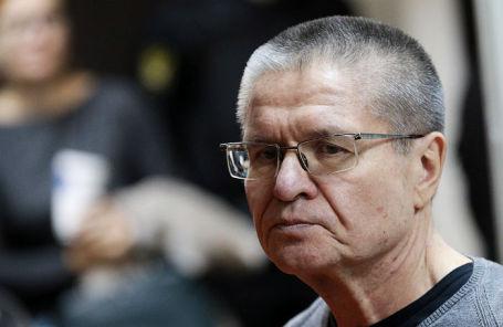 Бывший министр экономического развития РФ Алексей Улюкаев, обвиняемый в получении взятки в 2 миллиона долларов, перед оглашением приговора в Замоскворецком суде.
