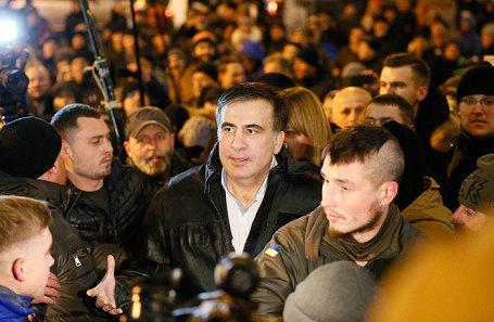 Михаил Саакашвили (в центре).