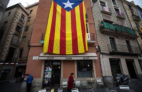 Флаг Каталонии в Манресе, Испания.