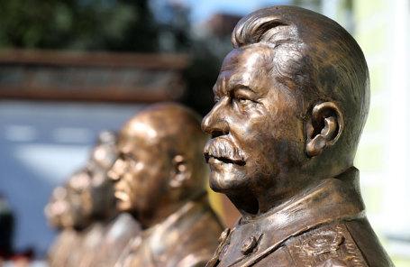 Бюст Иосифа Сталина.