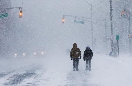 Снегопад в Лонг-Бранч, Нью-Джерси, США.