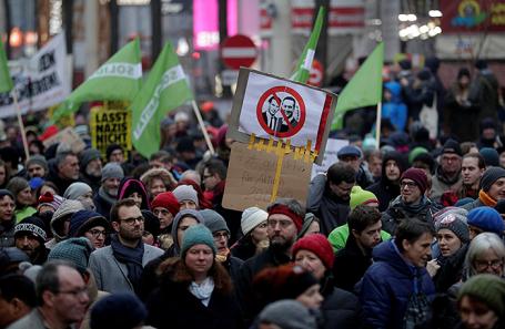 ВАвстрии тысячи людей протестуют против нового правого руководства
