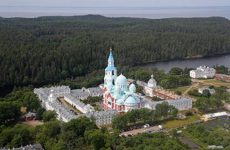 Вид на Спасо-Преображенский Валаамский монастырь.