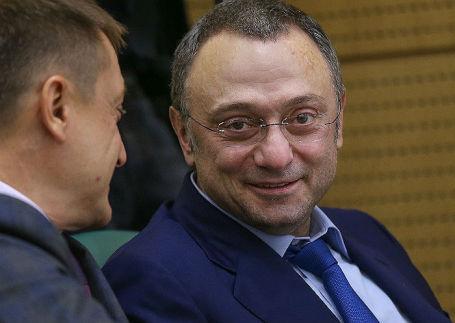 Сулейман Керимов (справа).