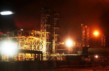 Строящиеся сооружения второй и третьей очереди завода по сжижению природного газа «Ямал СПГ» в поселке Сабетта на побережье Карского моря.
