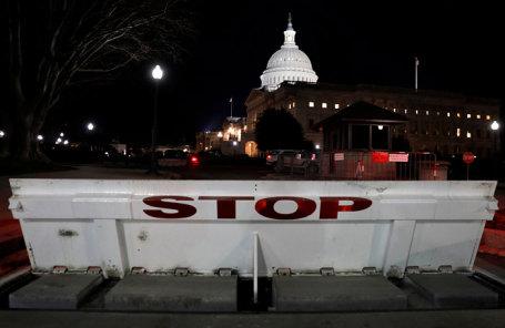 Шатдаун вСША: руководство прекратило работу из-за отсутствия денежных средств