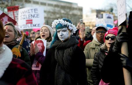 США подчеркнули годовщину инаугурации Трампа многотысячными протестами
