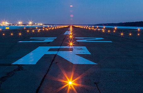 Взлетно-посадочная полоса аэропорта «Домодедово».