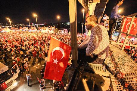 В Турции отмечают первую годовщину попытки госпереворота.