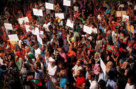 Сторонники оппозиции протестуют против задержания правительства, в том числе бывшего президента Мохамеда Нашида, несмотря на приказ Верховного суда, в Мале.